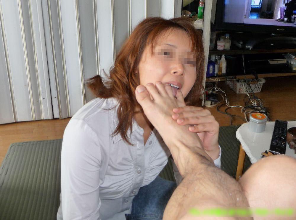 女を完全服従させてフェラの様に足舐めさせてるエロ画像 3102