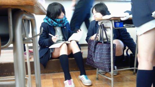 学校内で盗撮された女子校生の股間のパンティやむっちり太ももエロすぎ勃起したwww 3153 1