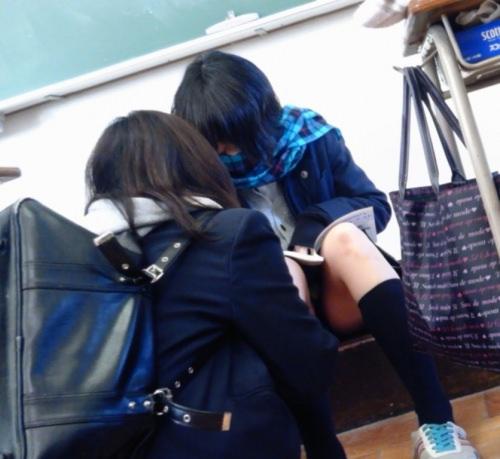学校内で盗撮された女子校生の股間のパンティやむっちり太ももエロすぎ勃起したwww 3157 1