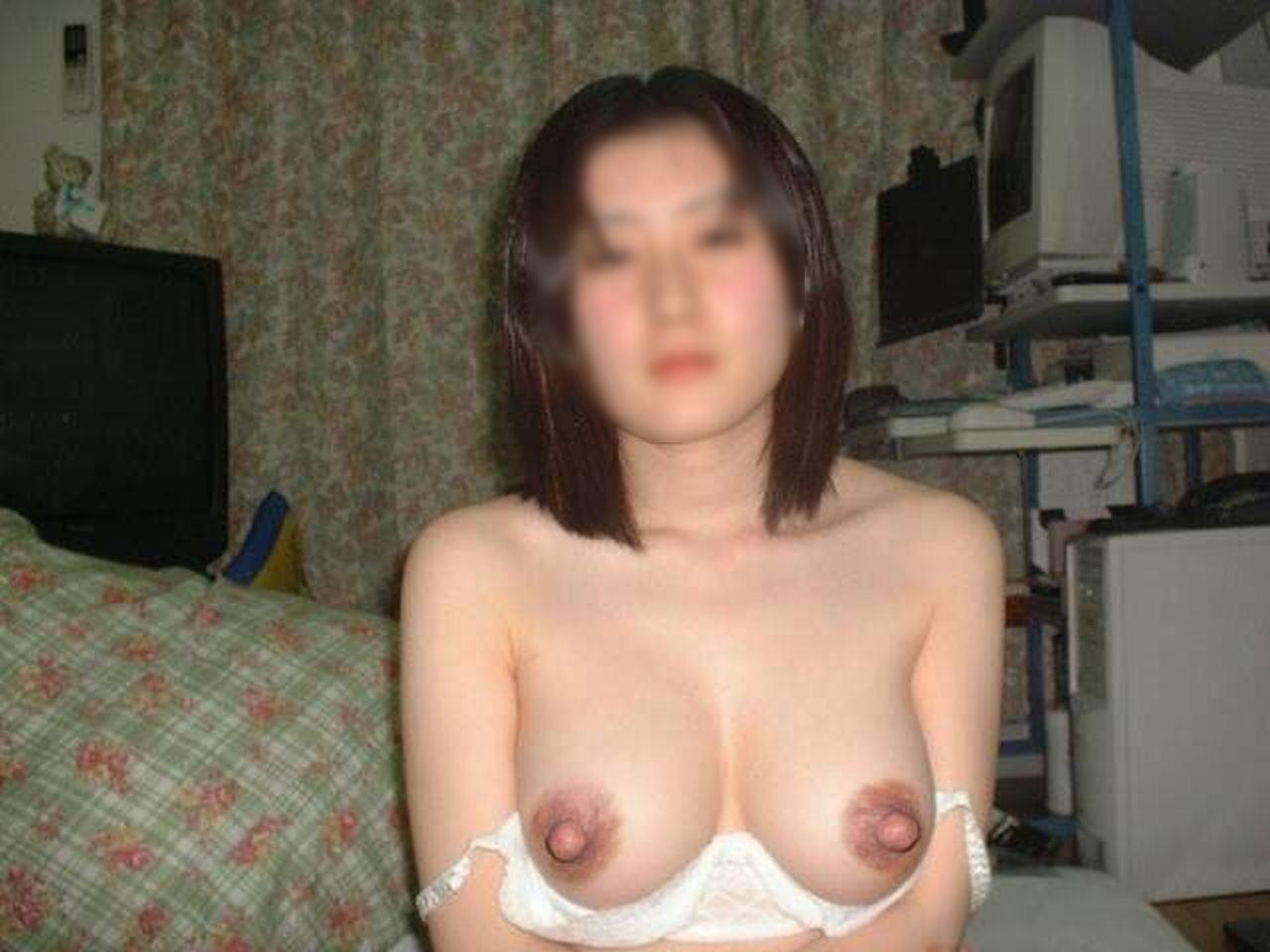 肉感的な人妻熟女のおっぱいにしゃぶり付きたい素人エロ画像 316