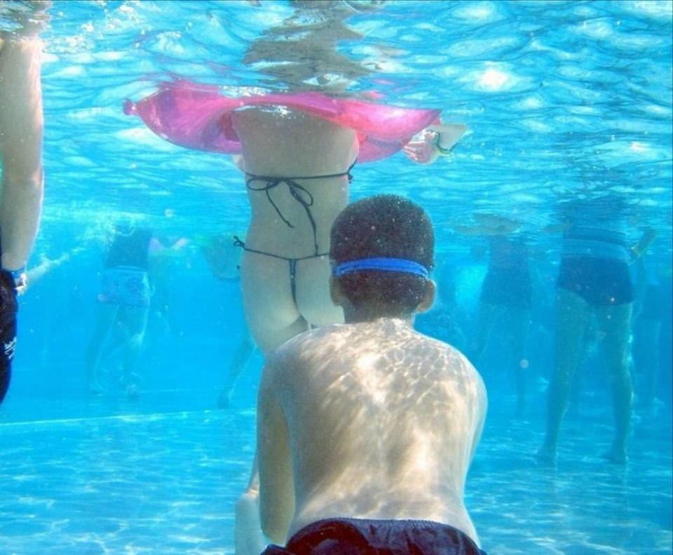 水中でとらえた素人娘たちの卑猥なビキニ姿のエロ画像 3183