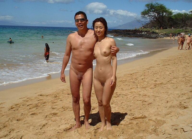 ヌーディストビーチで惜しげも無くおっぱい晒す外人さんのエロ画像 319