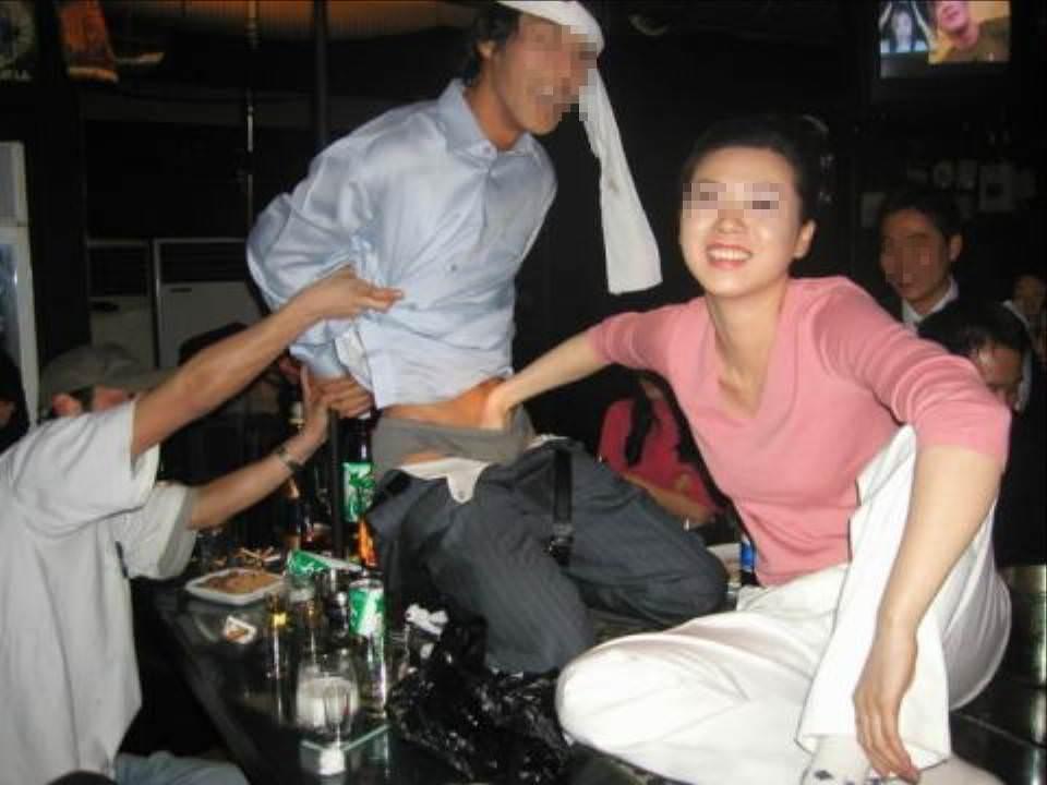 酒が回ってハメ外し過ぎな女達のヤバいエロ画像 3310