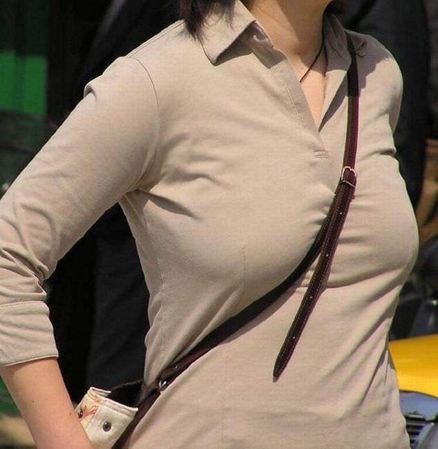 たすき掛けによって巨乳が強調されてる街撮り着衣おっぱいエロ画像 4157