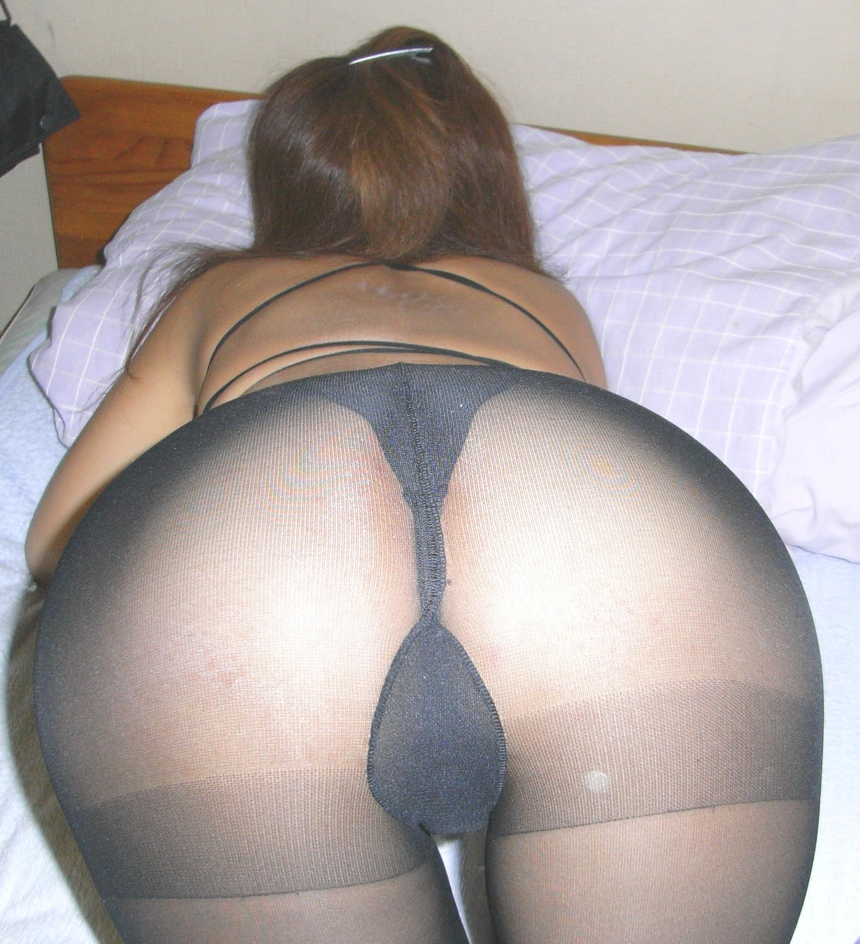 パンストに透ける彼女のパンツに興奮するフェチエロ画像 52