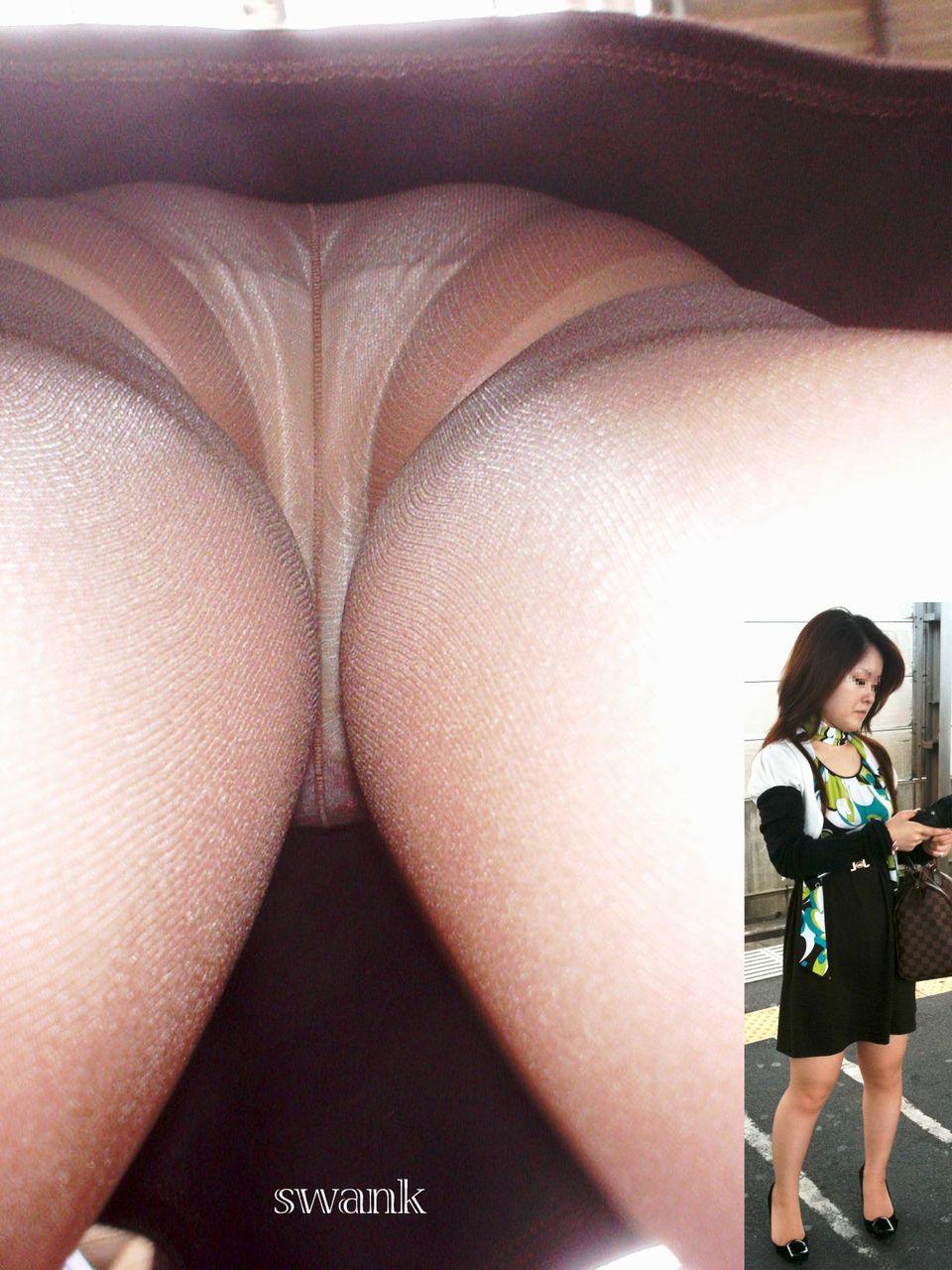 パンスト履いたお姉さんたちの気になるスカートの中のパンチラ画像 6104