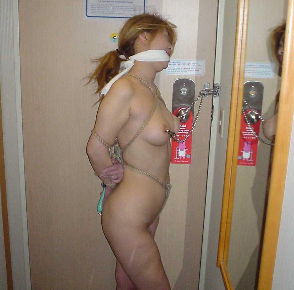 乳首をクリップ責めにする事でしか感じなくなってしまった痴女のSMエロ画像 755