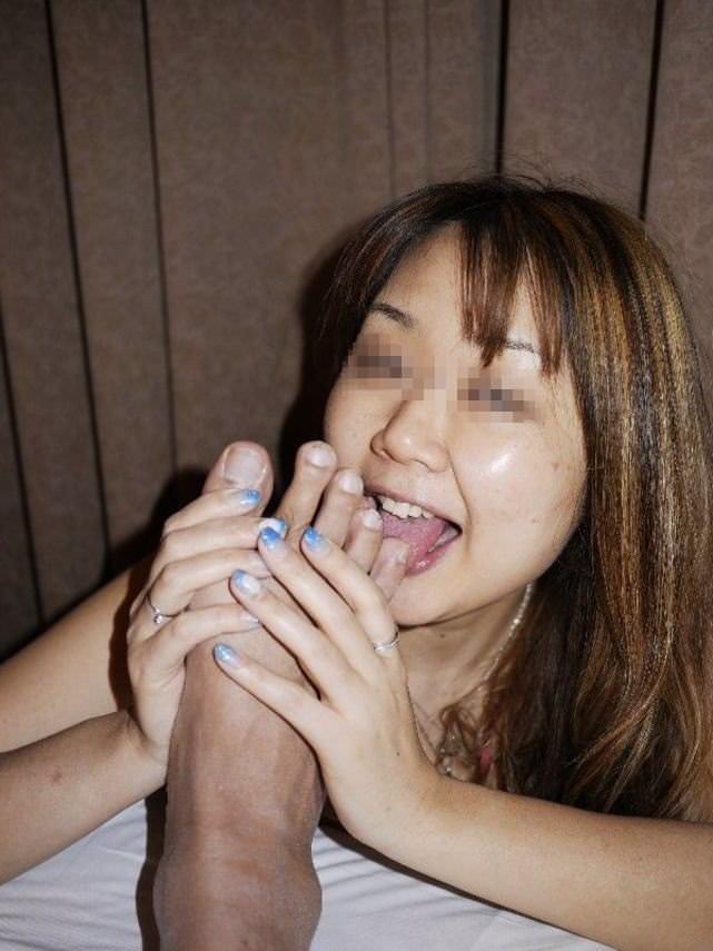 女を完全服従させてフェラの様に足舐めさせてるエロ画像 784