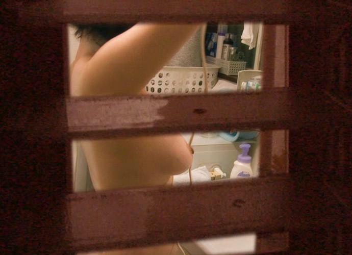 【画像】入浴や着替え中の全裸の姉を家庭内盗撮した弟の本気エロ写メガチ投稿wwwwww 0352