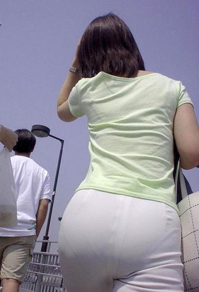 夏も終わるし街で見かけたパンツ透け透け娘の街撮り放出wwww 0461