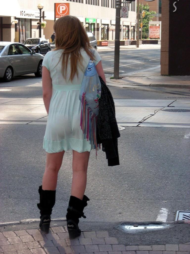 夏も終わるし街で見かけたパンツ透け透け娘の街撮り放出wwww 0462