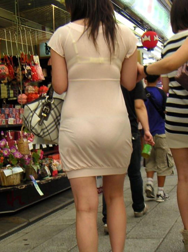 夏も終わるし街で見かけたパンツ透け透け娘の街撮り放出wwww 0465