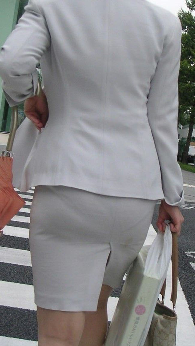 夏も終わるし街で見かけたパンツ透け透け娘の街撮り放出wwww 0475