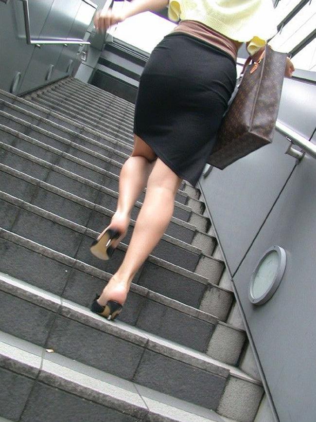 夏も終わるし街で見かけたパンツ透け透け娘の街撮り放出wwww 0484