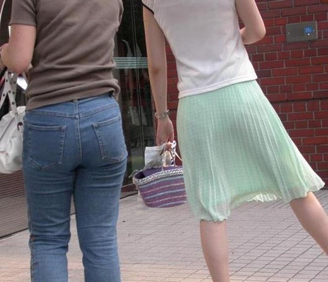 夏も終わるし街で見かけたパンツ透け透け娘の街撮り放出wwww 0487