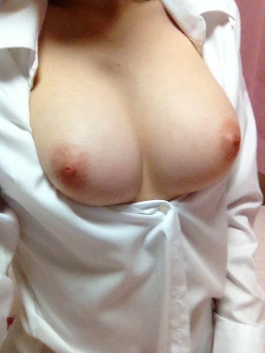 裸にYシャツとかエロ過ぎる透け透けおっぱいの自画撮りエロ画像 1117