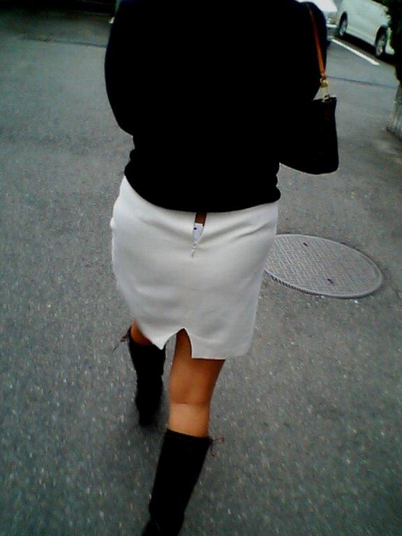 デニムやスカートのチャックが開いてる事に気が付かない女の街撮りエロ画像 1332
