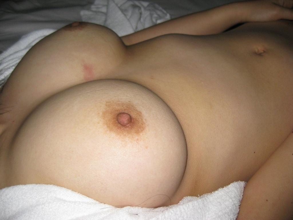 濃厚セックスをしたであろうキスマークが付いた女の体のエロ画像 161