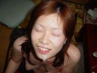 素人なのに彼氏にザーメン大量顔射されてる女子のエロ画像