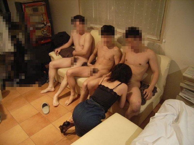 野獣とかした男たちを相手に犯されまくる淫乱女の乱交エロ画像 2124