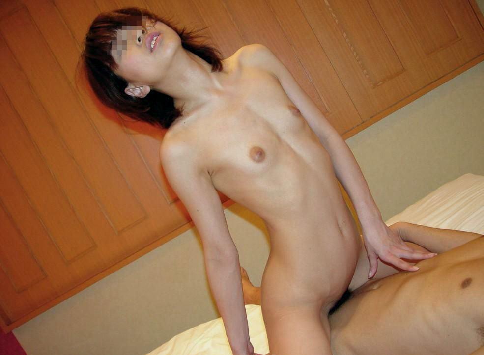 様々な体位でセックスしまくる男と女の営みエロ画像 293