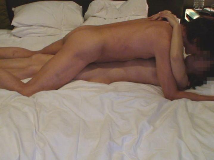 様々な体位でセックスしまくる男と女の営みエロ画像 317
