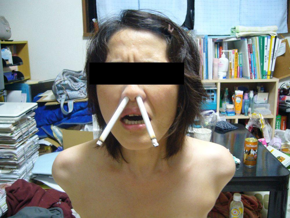 アナルとかまんこでタバコを吸ってる淫乱女のヤバイエロ画像 52