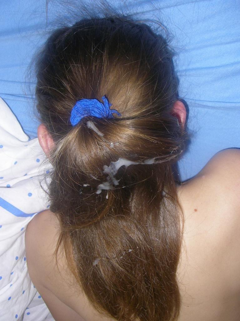 女性の髪の毛に白濁ザーメン汁をぶっかけてるエロ画像 526