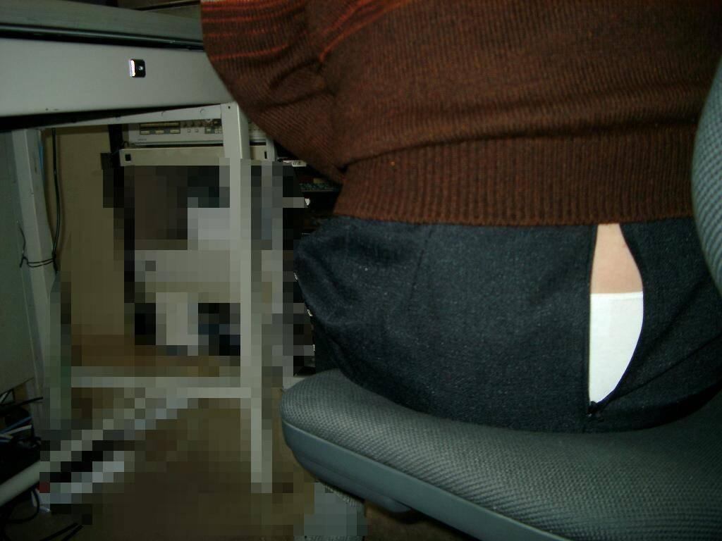 デニムやスカートのチャックが開いてる事に気が付かない女の街撮りエロ画像 531