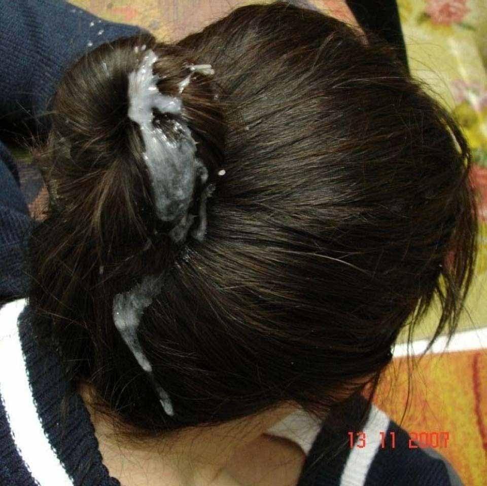 女性の髪の毛に白濁ザーメン汁をぶっかけてるエロ画像 726