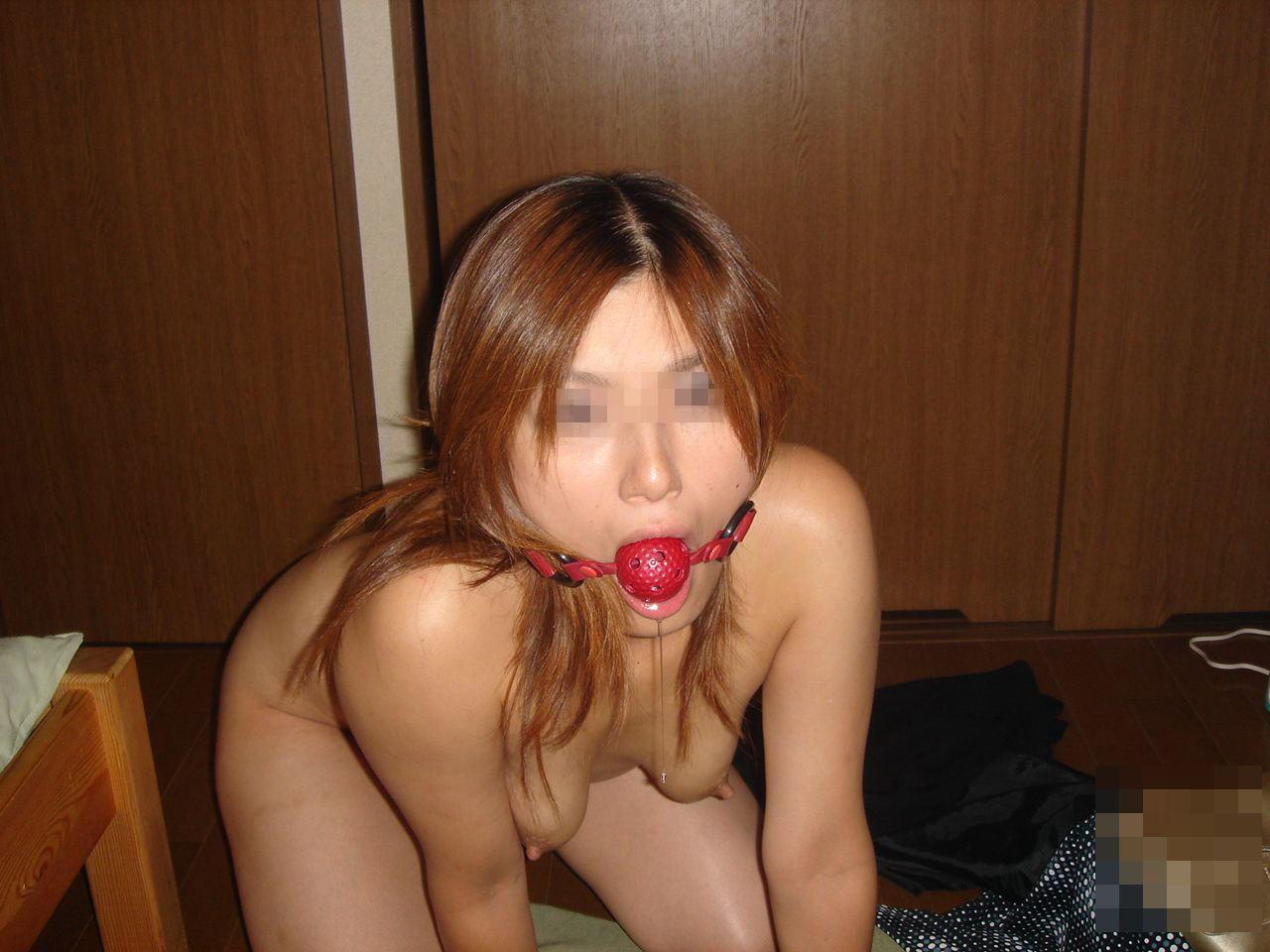 愛するがゆえに過激なプレイをしたくなる彼女にボールギャグを咥えさせるソフトSMエロ画像 106