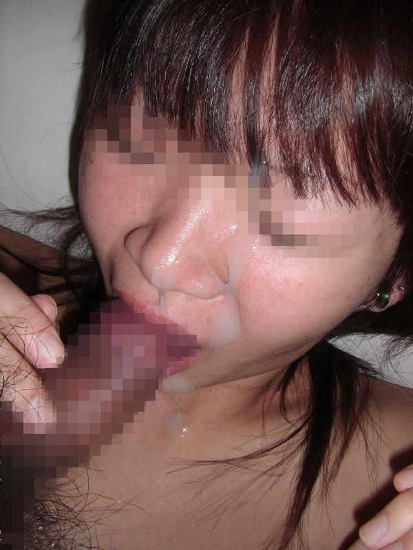 女の顔に大量顔射してお掃除フェラさせるエロ画像 1119