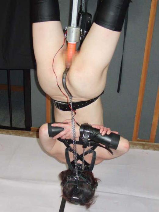 逆さ吊りになってるドM女の緊縛SMのヤバいエロ画像 1546