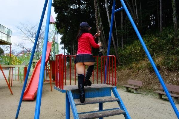 公園で遊ぶミニスカの露出女のパンチラ画像 183