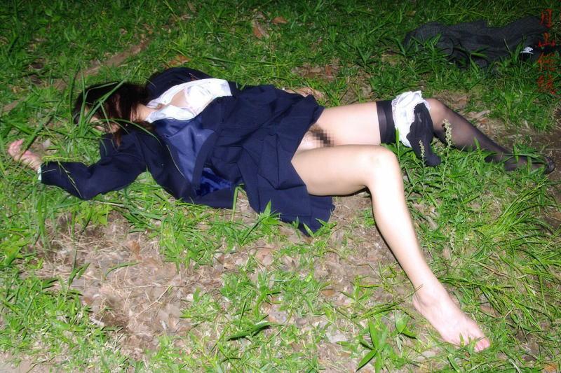 レイプされて乱れた姿になってる女体のエロ画像 2011