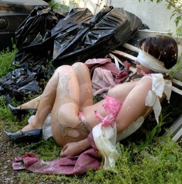 レイプされて乱れた姿になってる女体のエロ画像 315