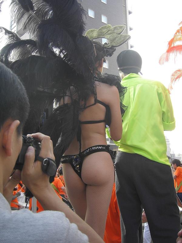 スカートの中身を撮影されるアキバ系露出女子のエロ画像 317
