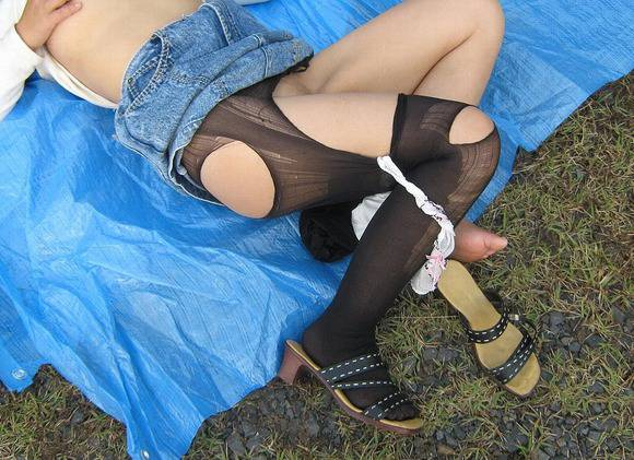 レイプされて乱れた姿になってる女体のエロ画像 414