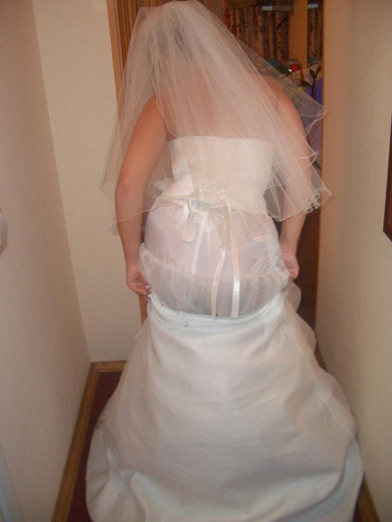 外人のガチ花嫁がお着替えしてるところを激写された人妻エロ画像 761