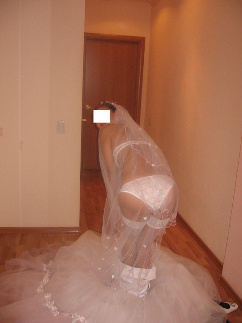 外人のガチ花嫁がお着替えしてるところを激写された人妻エロ画像 961