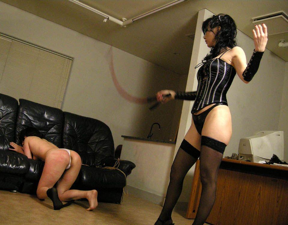 女同士のレズカップルがエッチなSMプレイをしてるエロ画像 105