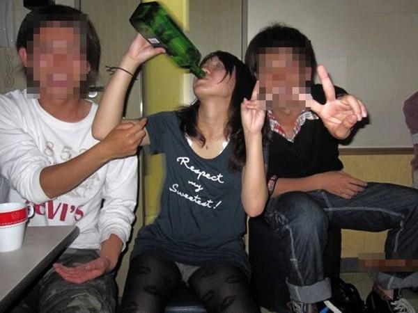 酔っ払った女の股の緩さwwwwwwwwwwwwwwwwwwwwwwwwwwwwwwwwwwwwww