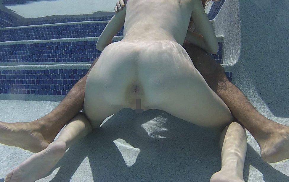 水中で激しいセックスをするガチで命がけのヤバいエロ画像 11111