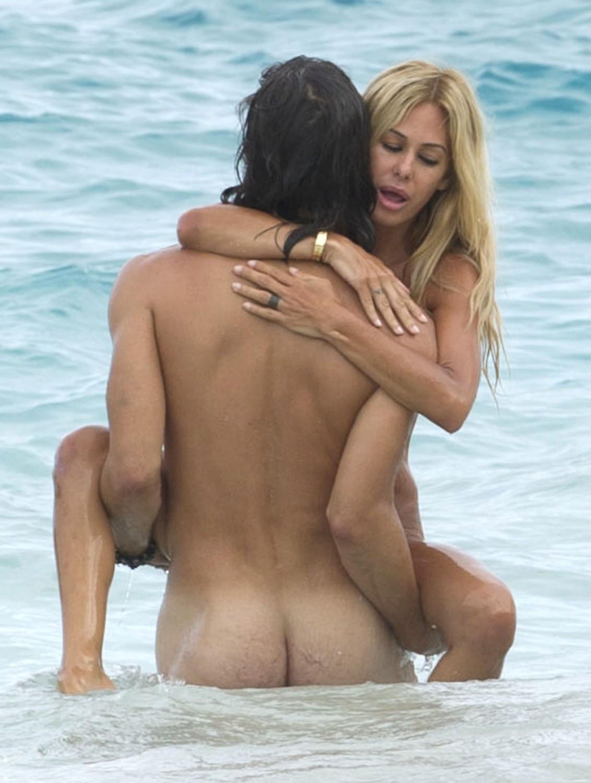 人目を気にせずビーチでガンガンセックスしちゃう外人さんのエロ画像 1115