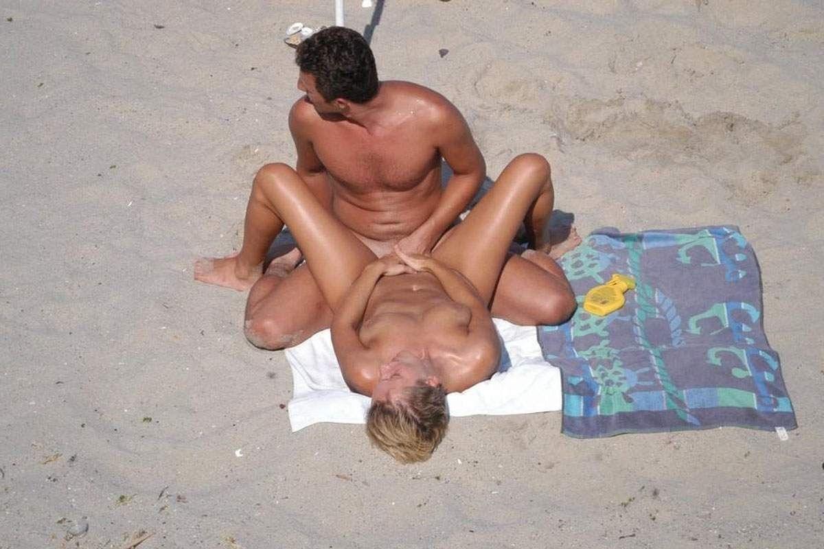 人目を気にせずビーチでガンガンセックスしちゃう外人さんのエロ画像 150