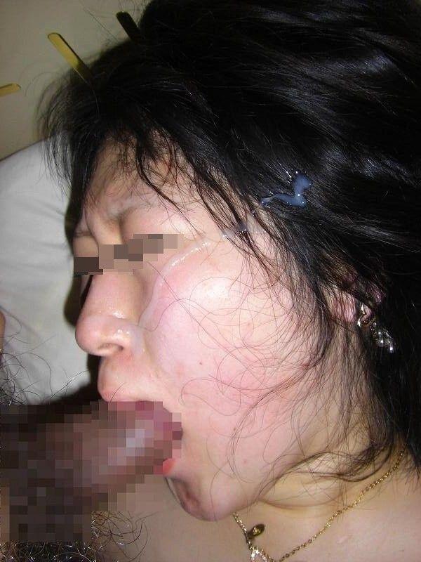 ドロドロのザーメンを好きな女の顔にぶっかける顔射エロ画像 151