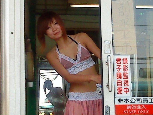 台湾のビンロウ売りの少女たちの衣装がセクシー過ぎる露出エロ画像 1561