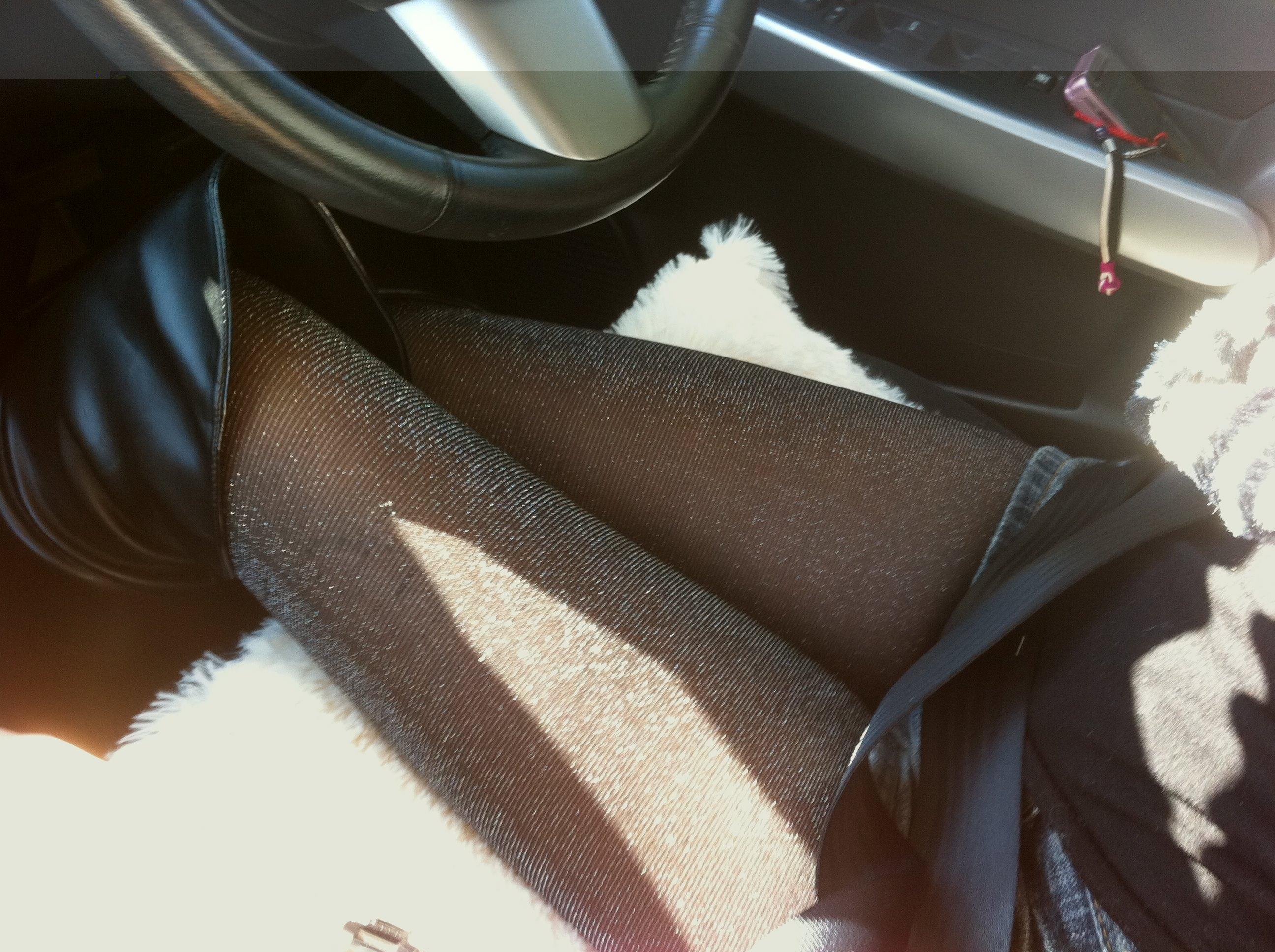 嫁の見飽きた足も運転席に座らせると何故かそそる不思議wwwパンチラ、まんちらまであるじゃんwww 1929 1