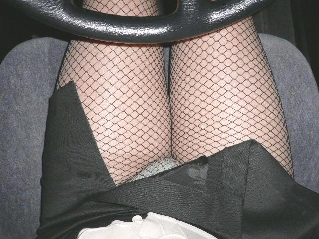 嫁の見飽きた足も運転席に座らせると何故かそそる不思議wwwパンチラ、まんちらまであるじゃんwww 1939 1