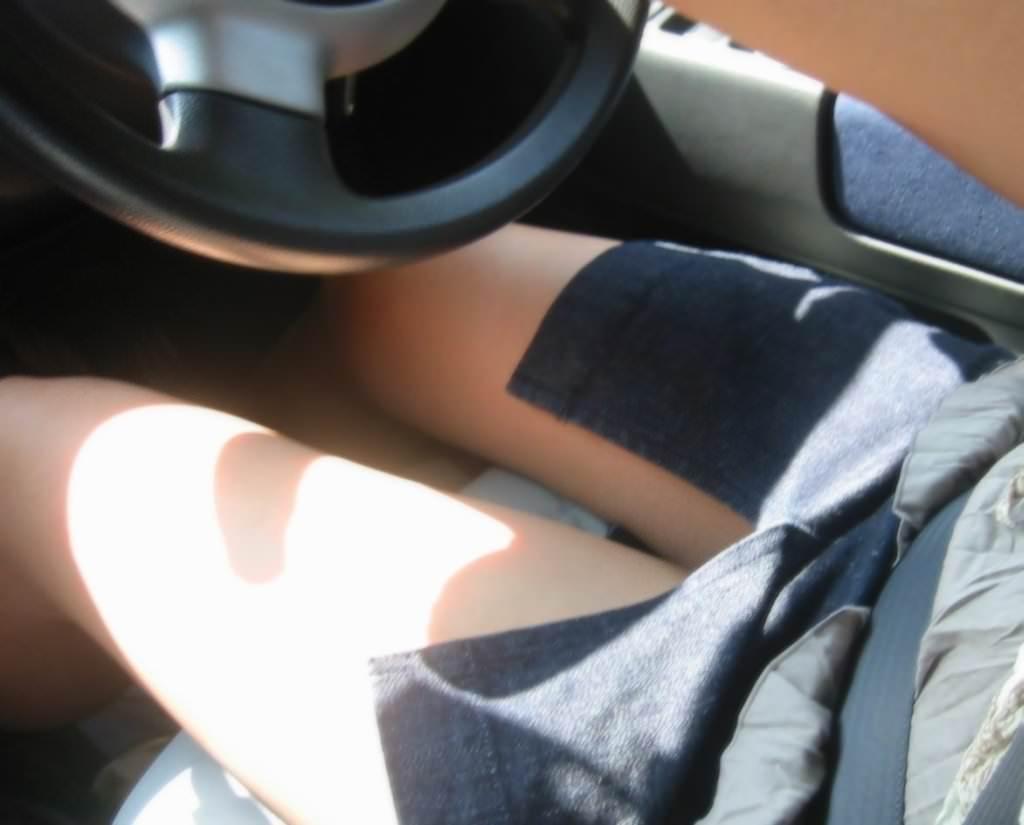 嫁の見飽きた足も運転席に座らせると何故かそそる不思議wwwパンチラ、まんちらまであるじゃんwww 1943 1